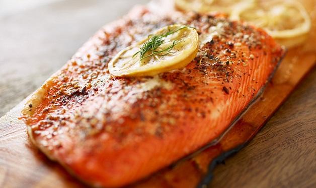 Fennel Pepper Planked Salmon - Barbecuebible.com