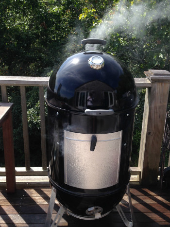 A Guide To Charcoal Water Smokers Barbecuebible Com