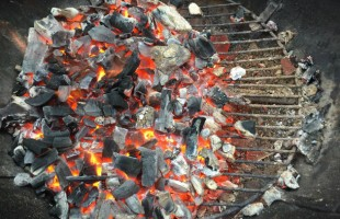 Crash Course: 4 Ways to Control the Heat on a Charcoal Grill