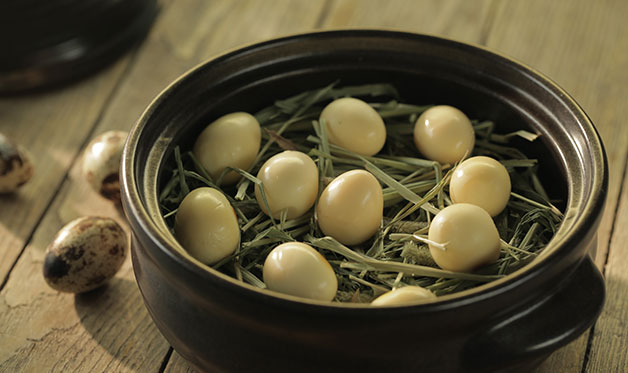 Hay-Smoked Quail Eggs
