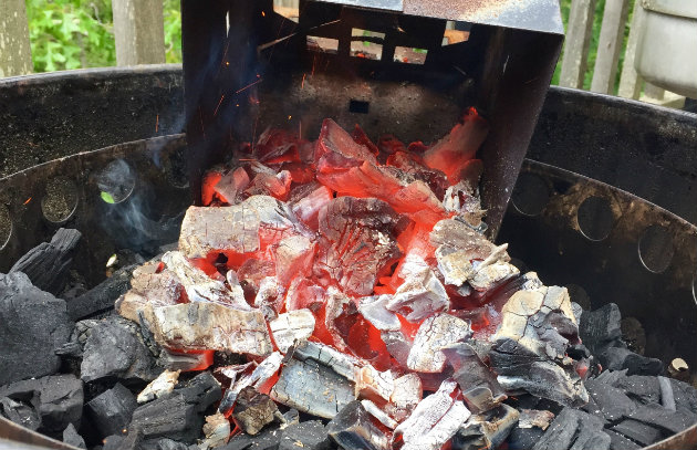 Smart Smoking Build A Long Lasting Charcoal Fire