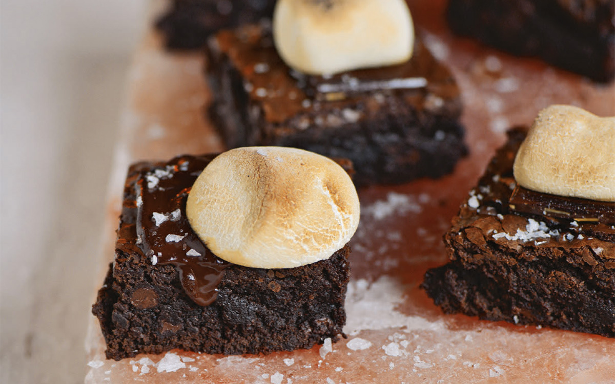 Salt Slab Chocolate Brownie S'Mores - Barbecuebible.com